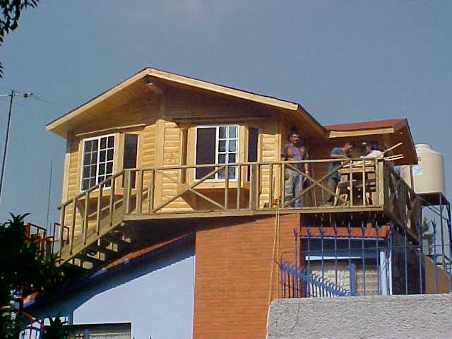 Construcci n de caba as casas de madera chalets de - Casas de madera maciza ...